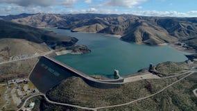 运气在博伊西爱达荷附近的峰顶水坝鸟瞰图在冬天 影视素材