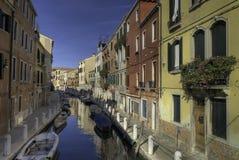 运河五颜六色的威尼斯 免版税库存图片