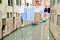 运河五颜六色的街道威尼斯 免版税库存图片
