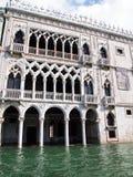 运河全部意大利塔威尼斯视图 免版税库存照片