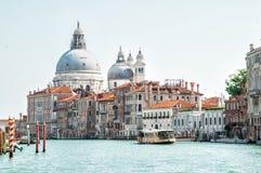 运河全部意大利威尼斯 大教堂della玛丽亚致敬圣诞老人 库存照片