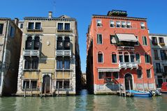 运河全部房子威尼斯 免版税图库摄影