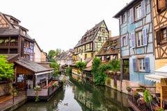 运河和五颜六色的房子在小的威尼斯,科尔马,法国 免版税库存照片