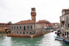 运河和塔视图在Murano海岛,街道,小船 免版税库存照片