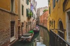 运河和大厦在威尼斯 免版税库存照片
