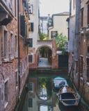 运河和大厦在威尼斯 库存图片