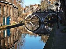 运河和桥梁在乌得勒支,荷兰 免版税库存图片