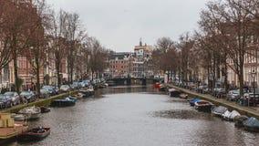 运河和议院看法在阿姆斯特丹,荷兰 免版税库存图片