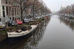 运河在冬天在阿姆斯特丹 库存图片