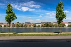 运河在哥本哈根一个晴天,丹麦 库存照片