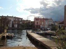 运河在圣特罗佩,法国附近的港格里莫 图库摄影