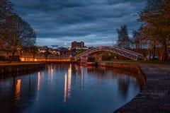 运河在晚上 免版税库存图片