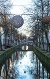 运河在有光球的德尔福特在te上的浇灌 库存图片