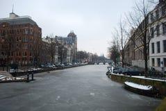 冻运河在阿姆斯特丹 免版税库存照片
