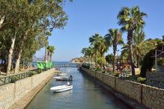 运河在马尔马里斯港restory镇的Turunc郊区在土耳其 库存图片
