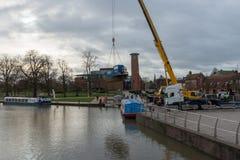 运河在Avon的水池stratford与起重机和小船 库存照片
