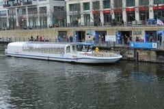 运河干涉柏林,德国 免版税库存图片