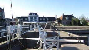 运河旁边绞盘齿轮 免版税库存图片