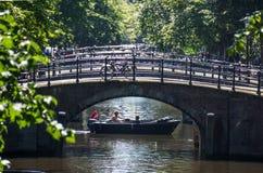 运河桥梁序列在阿姆斯特丹 免版税图库摄影