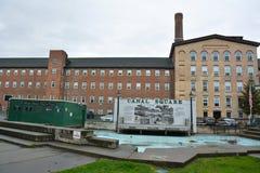 运河正方形的看法在Cohoes, NY 免版税库存图片