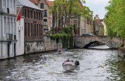 运河游览小船 库存图片