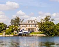 运河的豪华房子在迈阿密 免版税图库摄影