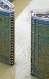 运河给锁定巴拿马装门 免版税库存照片