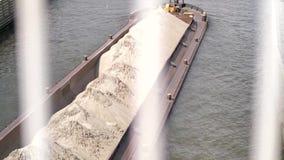 运河船运输沙子 股票视频