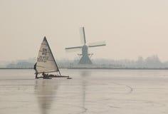 运河荷兰语冻结的荷兰横向冬天 免版税库存图片