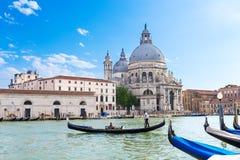 运河重创和大教堂二圣玛丽亚della致敬,威尼斯 免版税库存照片