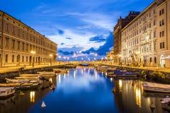 运河重创在的里雅斯特市中心,意大利 免版税库存照片
