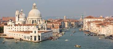 运河重创的全景风景威尼斯 图库摄影
