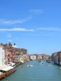 运河重创的威尼斯垂直 库存照片