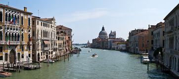 运河重创的意大利全景威尼斯 库存照片