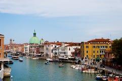 运河重创的意大利venezia 免版税库存照片
