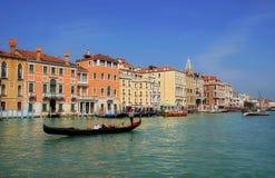 运河长平底船全部意大利威尼斯 图库摄影