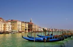 运河长平底船全部意大利威尼斯 免版税库存照片