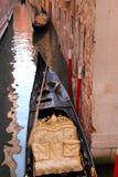 运河长平底船威尼斯 免版税库存照片
