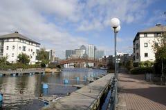 运河黄雀色dosclands码头 库存图片