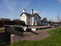 运河水闸看管员房子Aldridge,英国 免版税库存照片
