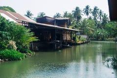 运河amphawa和老房子 免版税图库摄影