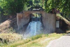 运河de urgell,Lerida的瀑布 库存照片