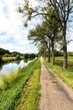 运河entre香宾和布戈尼, Pont de马恩省(法国) 免版税库存照片