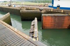 运河gatun锁定巴拿马 免版税库存图片
