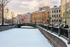 运河Griboedov在圣彼德堡冬天早晨 库存图片