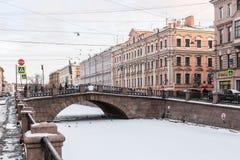 运河Griboedov在圣彼德堡冬天早晨 免版税库存图片