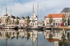 运河Zuiderhaven在Harlingen,弗里斯,荷兰 库存图片