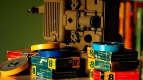 运行与葡萄酒影片的8 mm放映机 库存图片