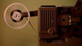 运行与葡萄酒影片的8 mm放映机 图库摄影