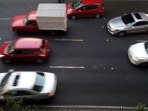 运行在墨西哥街大道的汽车 免版税库存照片